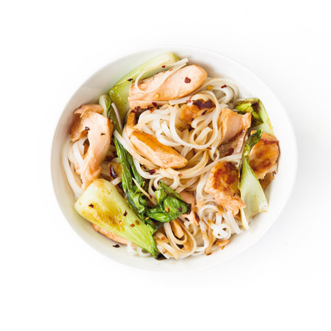 Asia-Nudeln mit Lachs