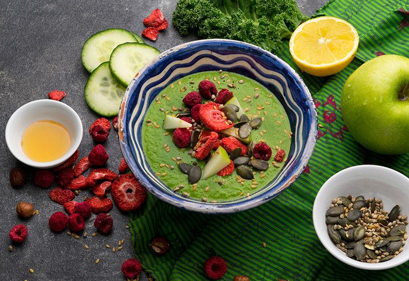 Grüne Detox Smoothie-Bowl